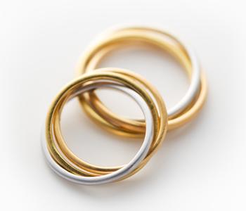 フェミニン 結婚指輪のトリニティ