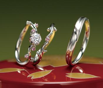 個性的 婚約指輪の花かずら