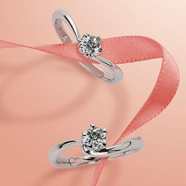 フェミニン,ゴージャス 婚約指輪のさくらダイヤモンド エンゲージリング