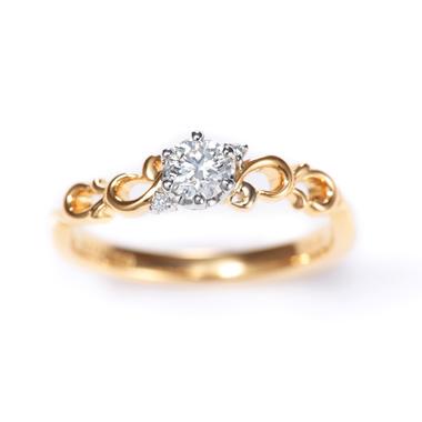 フェミニン,アンティーク 婚約指輪のPliume プリュム