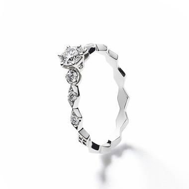 フェミニン,ゴージャス 婚約指輪のロサンジュエンゲージリング
