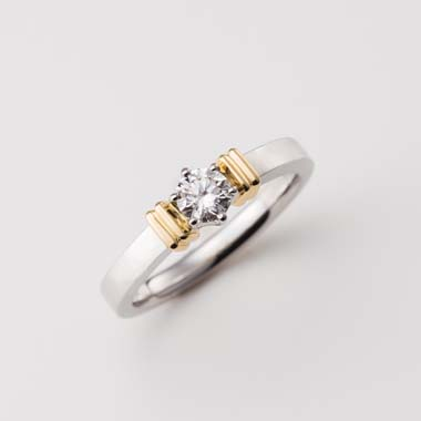 ゴージャス,個性的 婚約指輪のA-3-Eng