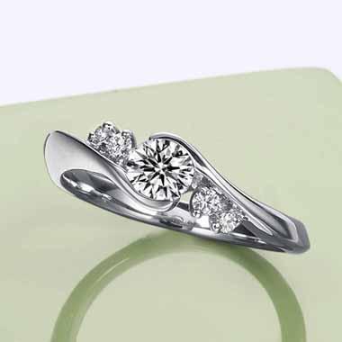 ゴージャス 婚約指輪のクレマチス