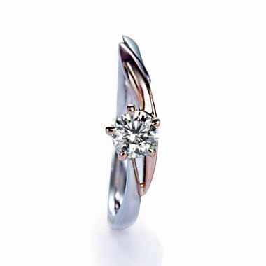 ゴージャス 婚約指輪のナンフェア