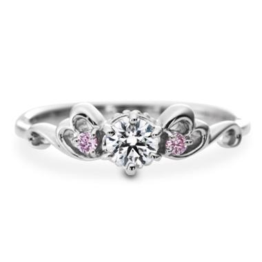 ゴージャス 婚約指輪のラ・トリニ―テ