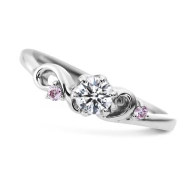 フェミニン,ゴージャス 婚約指輪のオープニング