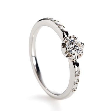 フェミニン 婚約指輪のseed