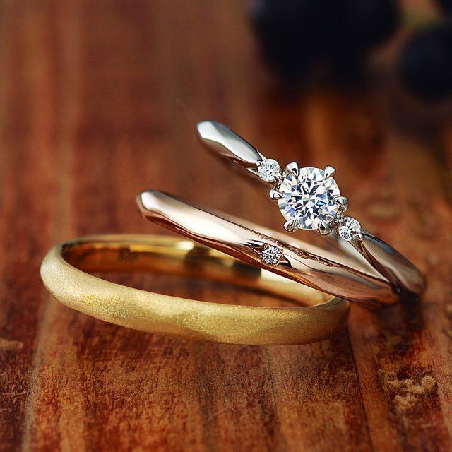 フェミニン,アンティーク 結婚指輪のCamellia