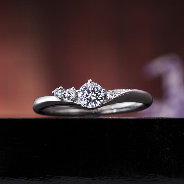 シンプル 婚約指輪の真心の花束