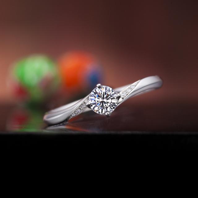シンプル 婚約指輪の運命の紡ぎ