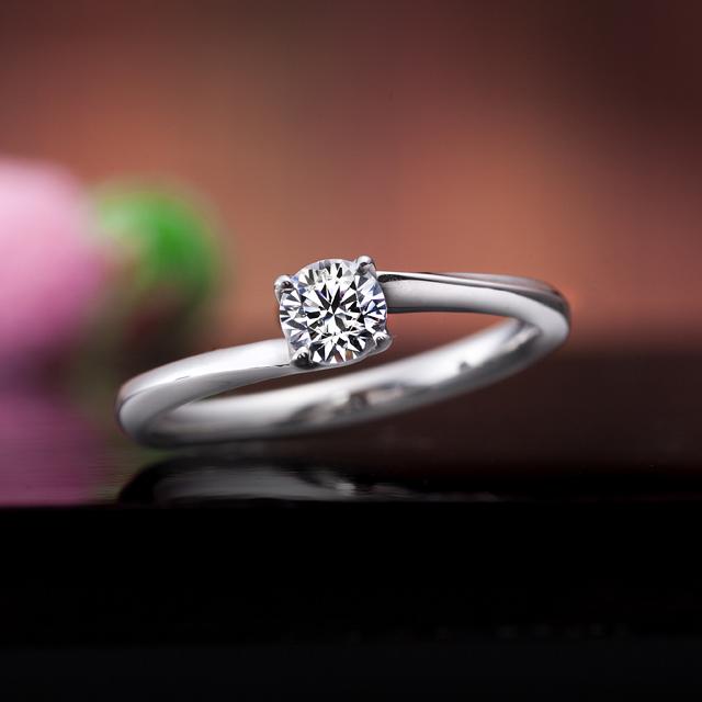 シンプル 婚約指輪の和音の重ね