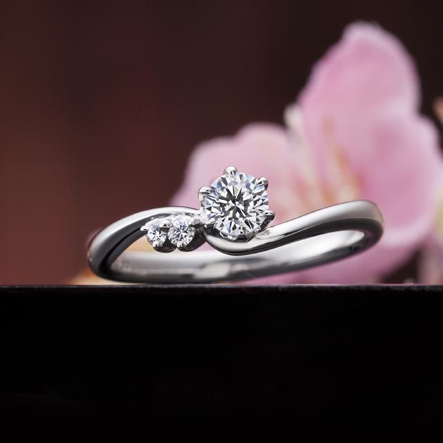 フェミニン 婚約指輪の幸せの空模様