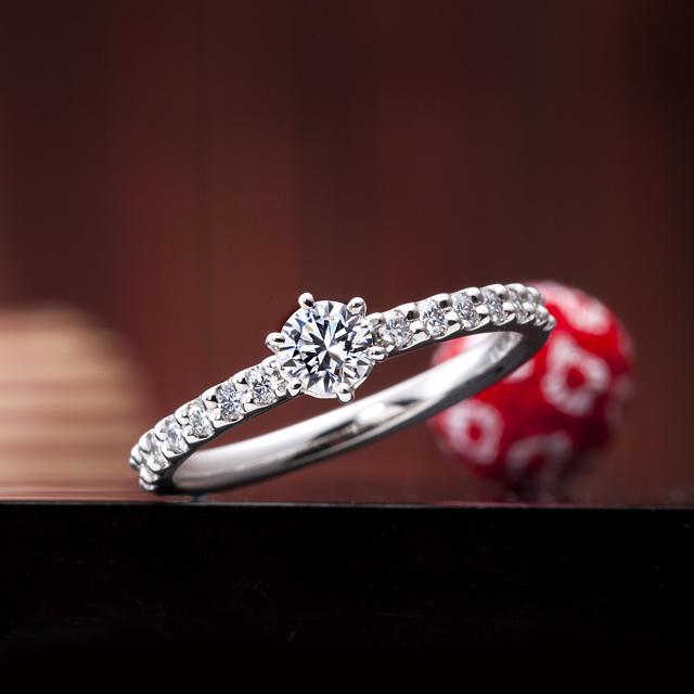 シンプル 婚約指輪の輝きの夢路