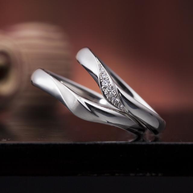 シンプル 結婚指輪の真心の花束