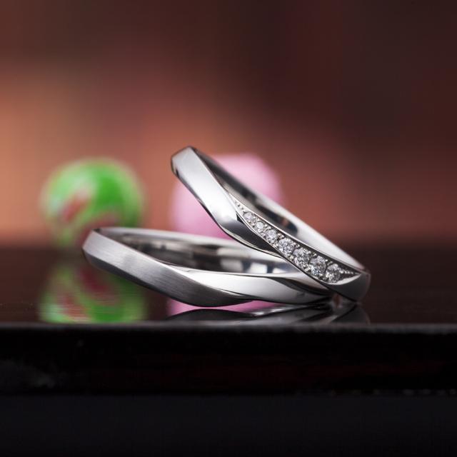 シンプル 結婚指輪の和音の重ね