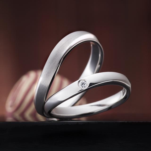 シンプル 結婚指輪の綾なす心