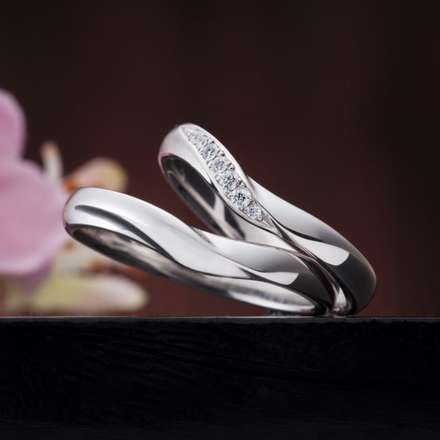 フェミニン 結婚指輪の幸せの空模様