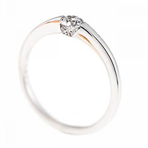 シンプル 婚約指輪のLOVE&F4