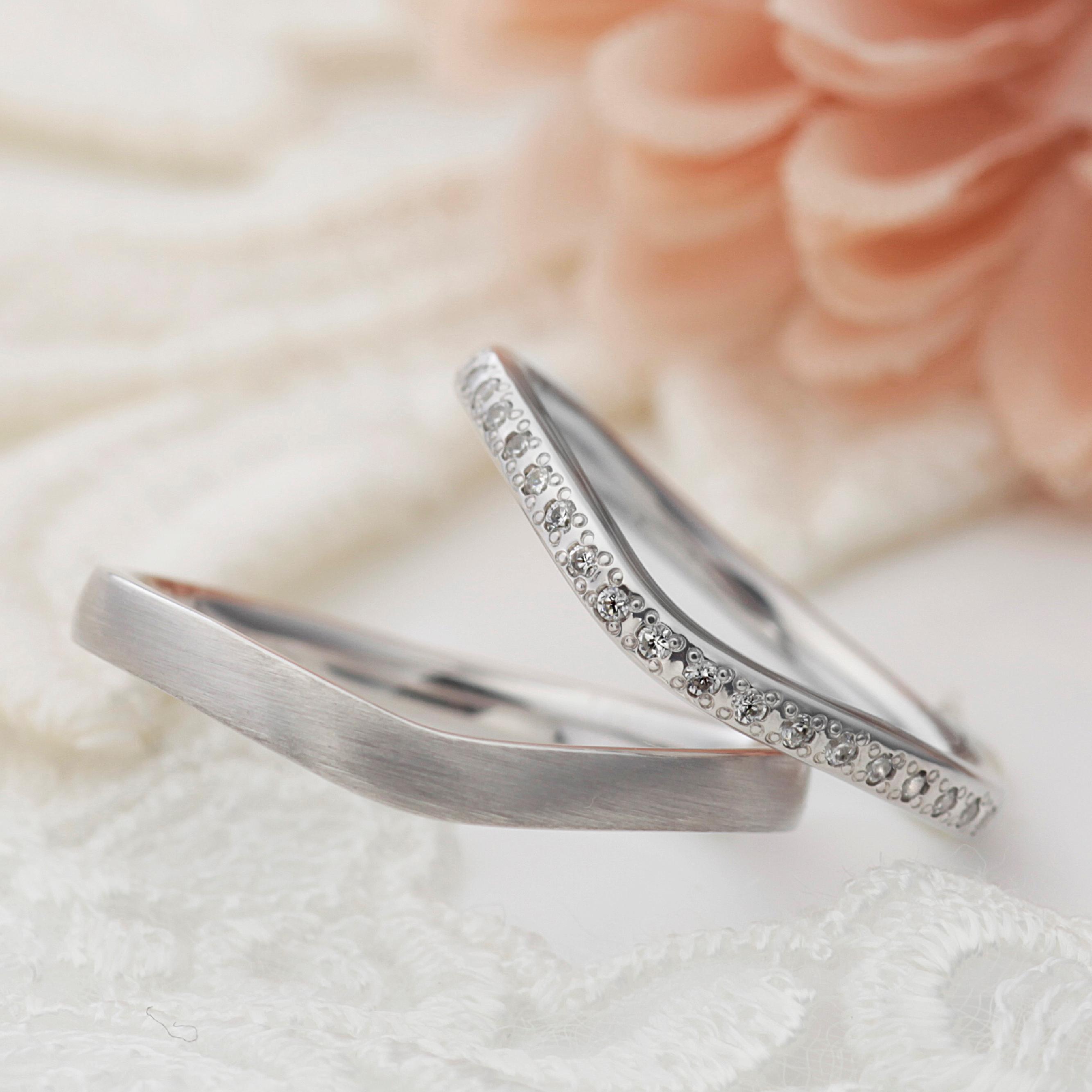 フェミニン,ゴージャス 結婚指輪のカルネ
