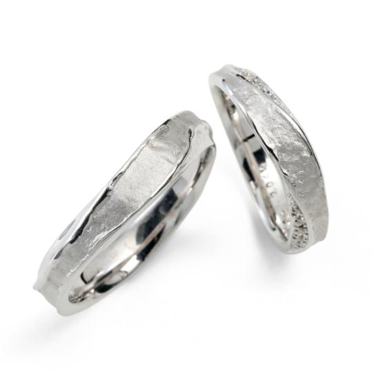 個性的 結婚指輪の蛍灯 月灯(つきあかり)