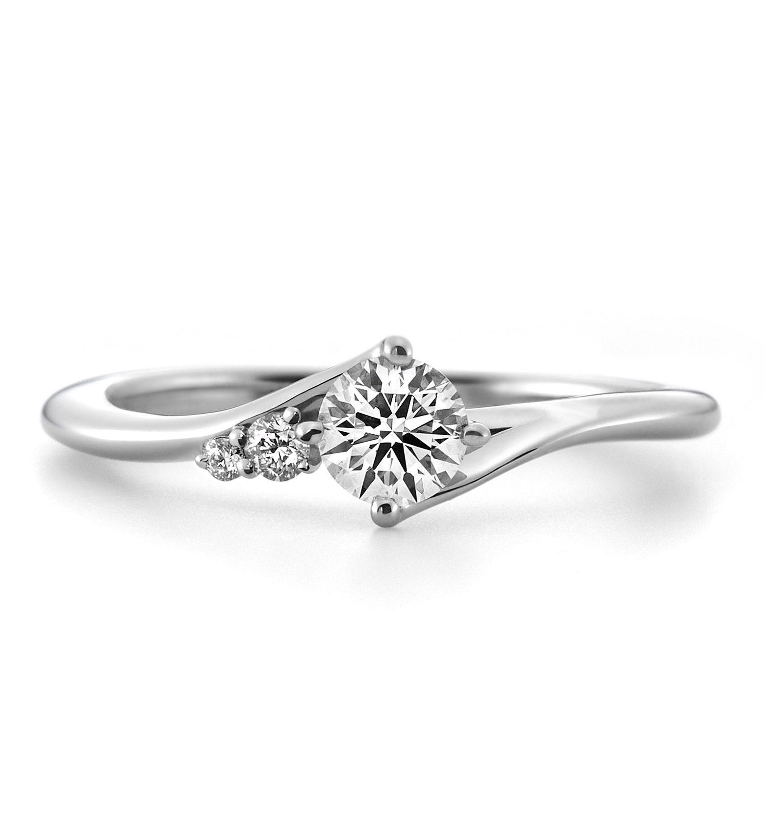 ゴージャス 婚約指輪のカシオペア