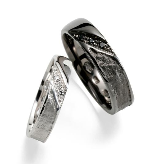 個性的 結婚指輪の蛍灯 葉漏陽(はもれび)