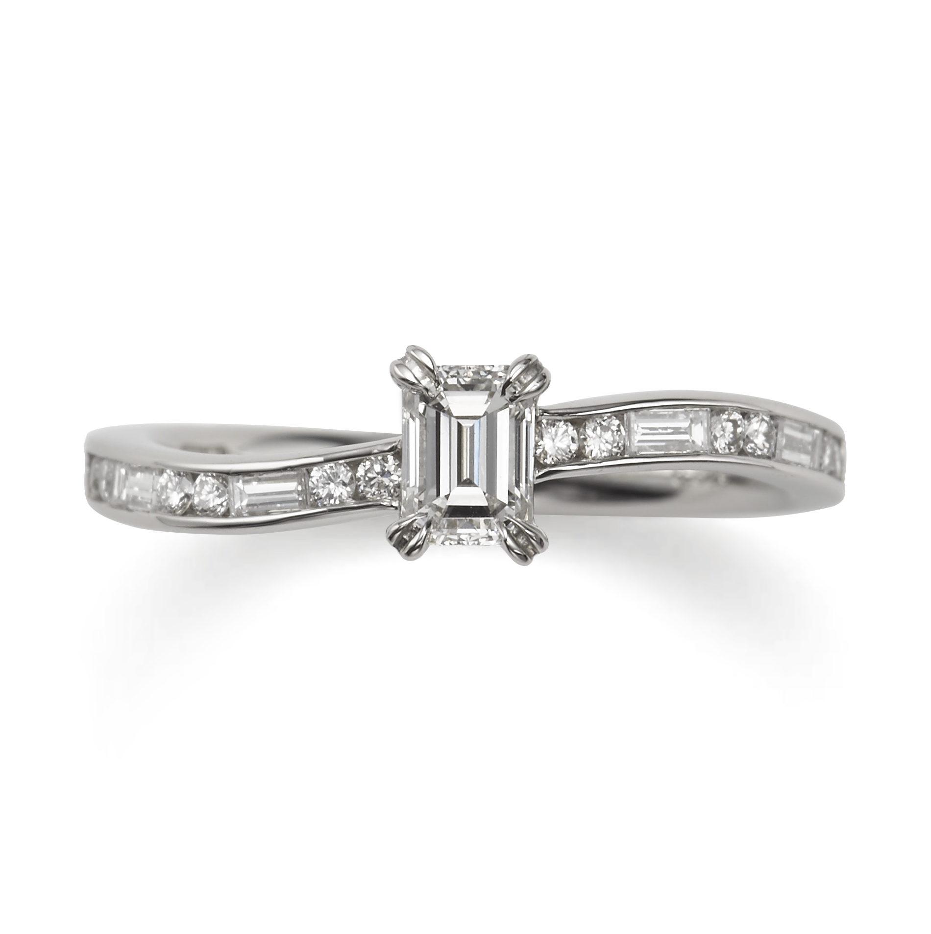 個性的 婚約指輪のサンダルウッド