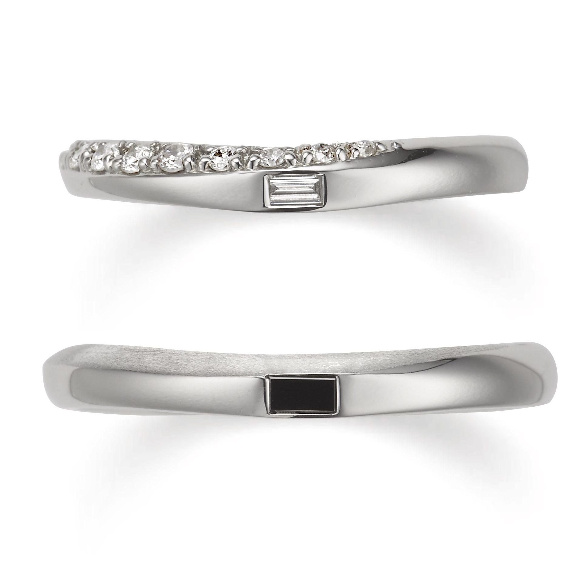 個性的 結婚指輪のサンダルウッド